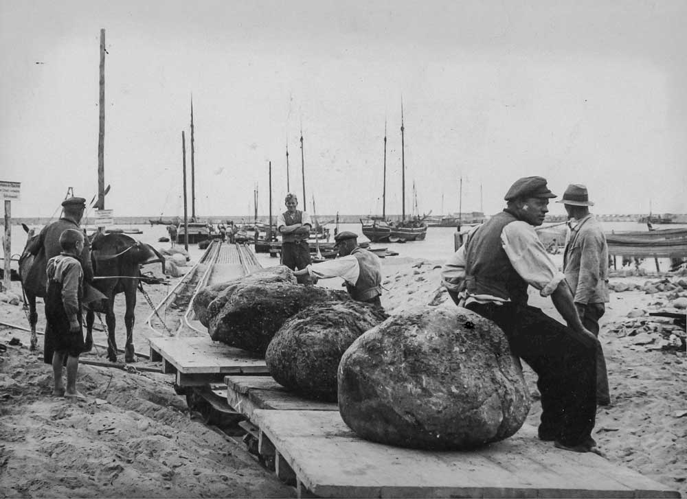 Stone fishermen in the western Baltic.